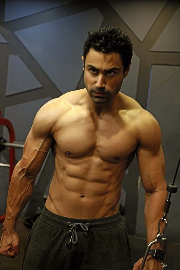 Who is Karan Oberoi 'KO'? and how to have a body like him! His images, Workout and diet. 16