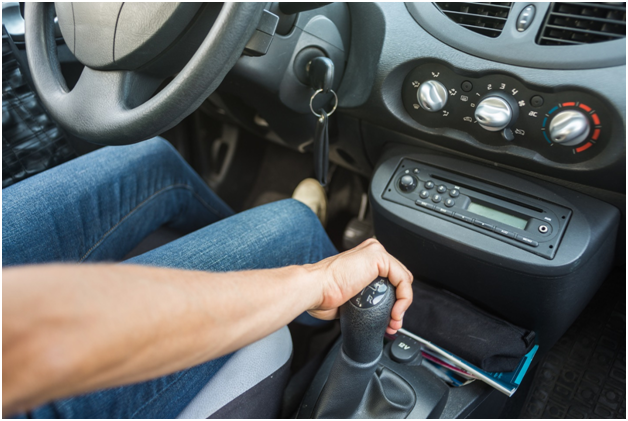 Learn Advanced Stick Shift Lessons To Drive Safely While Overcoming On-Road Obstacles 1